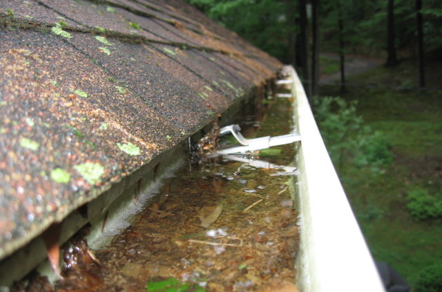 clogged-gutter-issues